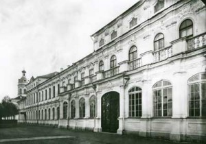 Здание Митрополичьего дома в Александро-Невской Лавре (фото К.К. Буллы, 1915 г.)